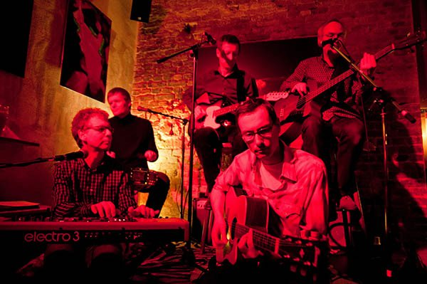 Liveauftritt von The Groovy Cellar in der Roten Beete